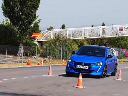 Peugeot e-208 futómű teszt